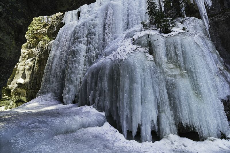 Maligne Canyon Icewalks Tour