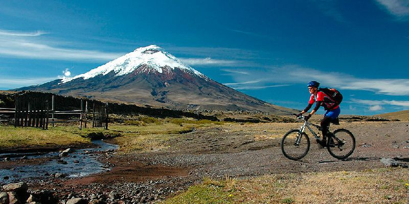 2-Day Cotopaxi Volcano and Quilotoa Lagoon Tour