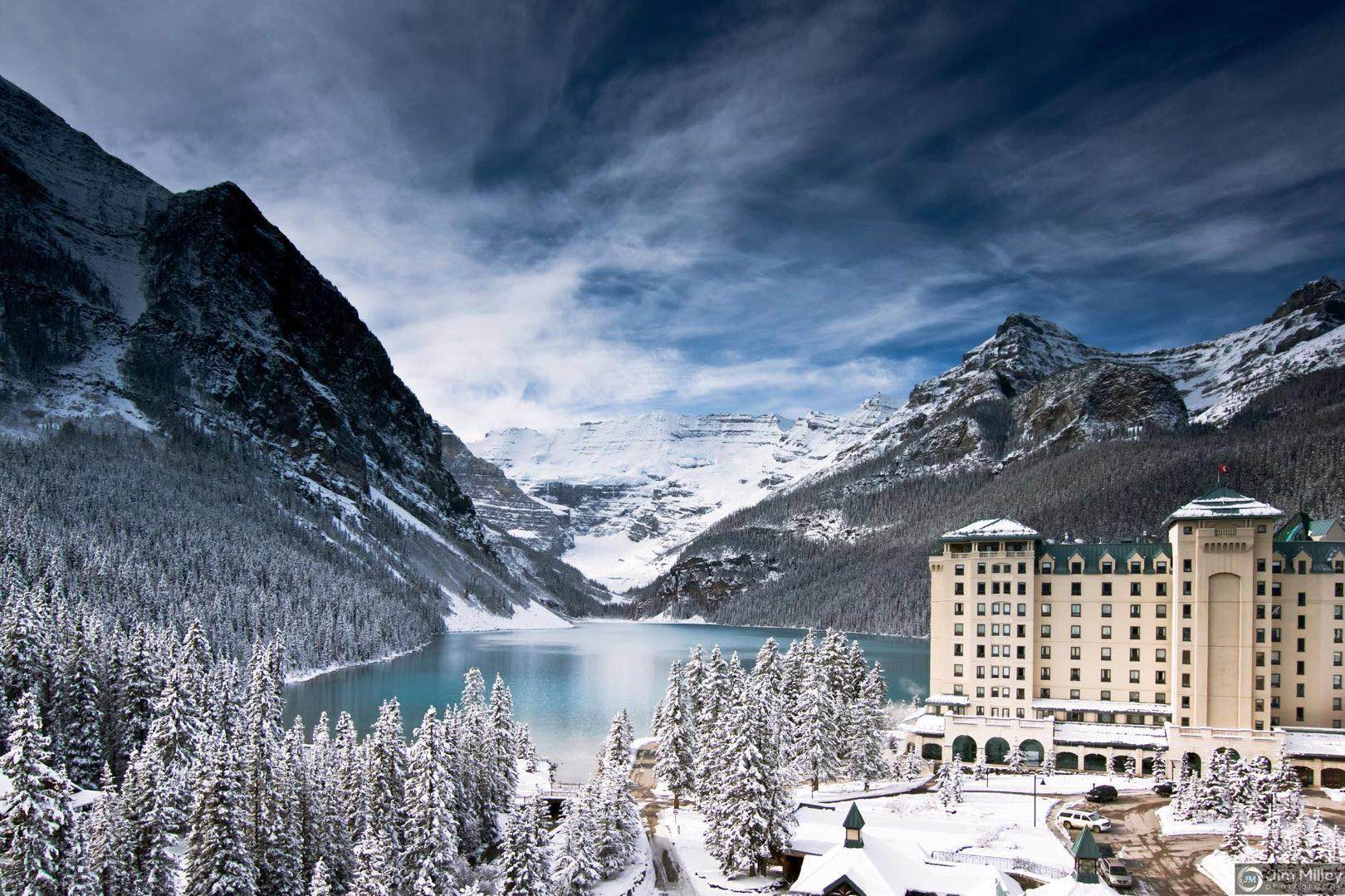 4-Day Rockies Winter from Calgary: Banff Hot Spring, Banff Gondola, Columbia Icefield, Johnston Canyon