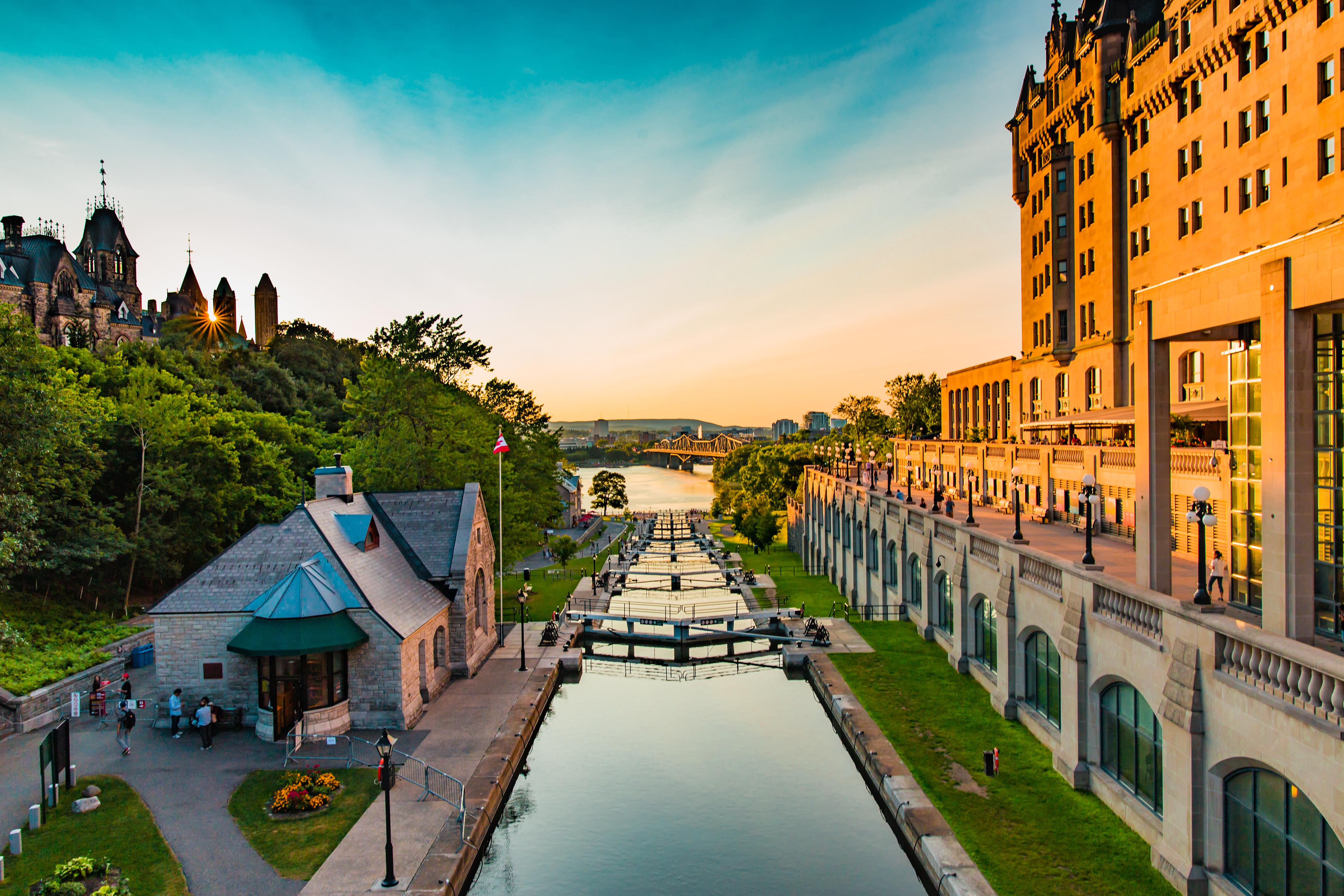 4-Day Canada, Montreal, Ottawa, Toronto & Niagara Falls Bus Tour from New York