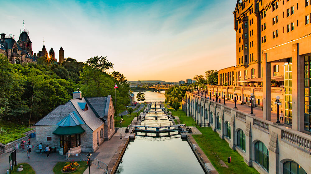 4-Day Canada, Montreal, Ottawa, Toronto & Niagara Falls Bus Tour from New  York