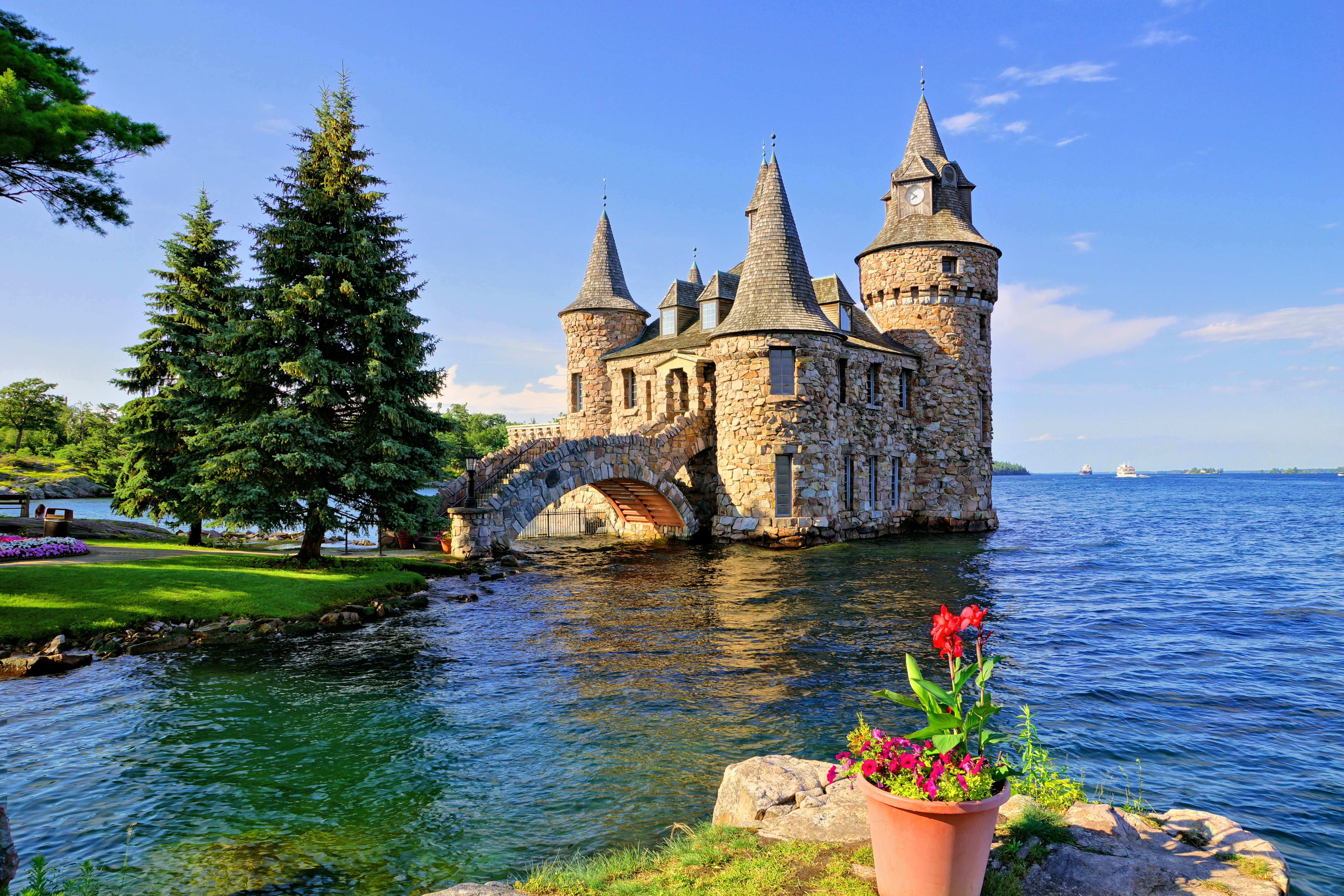 2-Day Niagara Falls and Thousand Islands Tour from New York